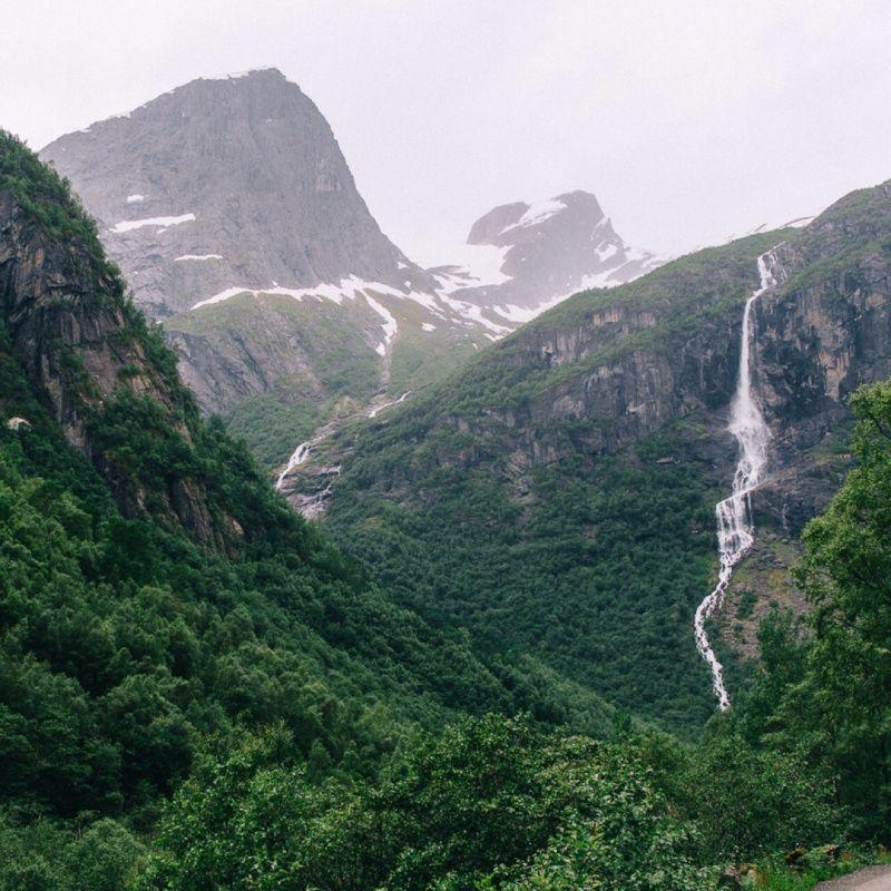 Cascadas en las montañas en Briksdal, Norway. #norway #alesund #briksdal #glacier #mountains #snow #europe #winter #nature #scandinavian   raulppellicer   VSCO Grid®