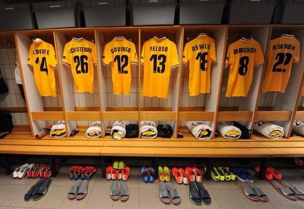 Parte del vestuario de la juventus en el Stade de Gerland, Lyon, antes del partido contra el Olympic Lyon por Uefa Europa League