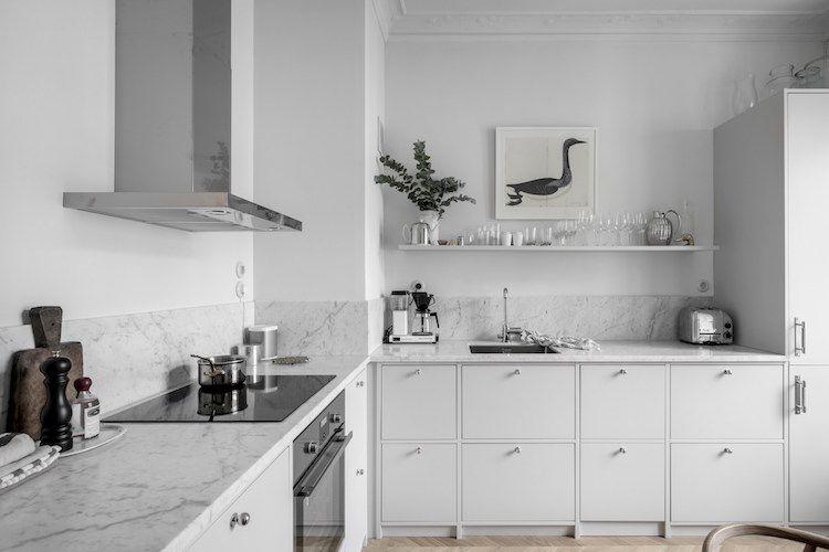 A calm and elegant Swedish home (my scandinavian home) Küche und Weiss