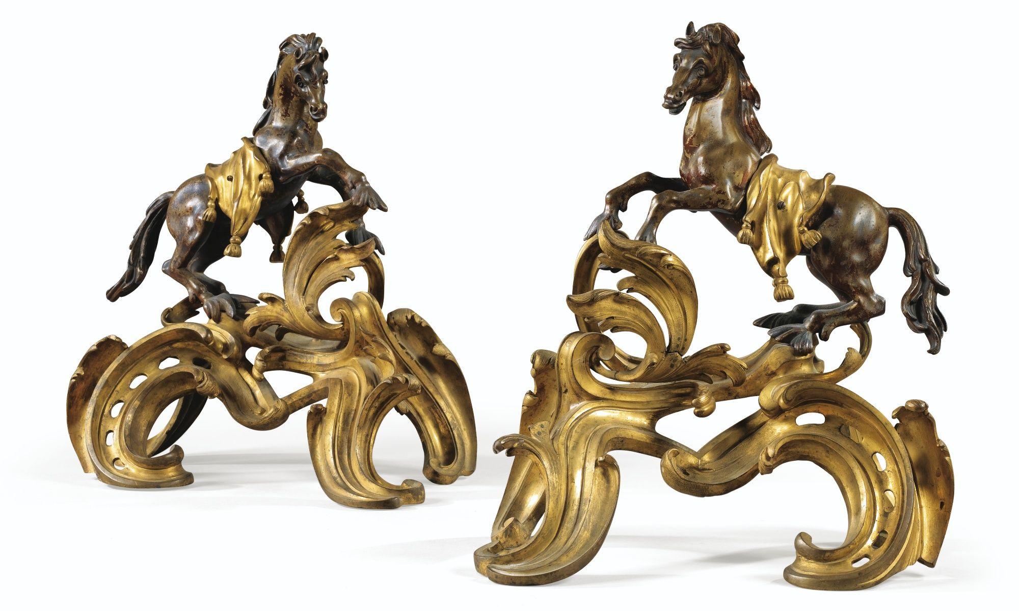 Paire de chenets aux chevaux marins en bronze laqué et doré d'époque Louis XV A PAIR OF GILT AND PATINATED BRONZE FIRE-DOGS, LOUIS XV