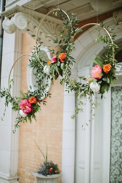 Gold hoops with flowers. Seriously, how stylish can a wedding get?! Photo: Paige Jones Photography #weddingflowers