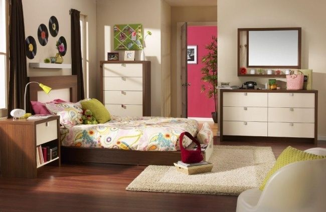 teenager zimmer m dchen einrichten holzm bel florale. Black Bedroom Furniture Sets. Home Design Ideas