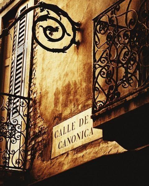 Calle de Canonica, Venecia, Italia.