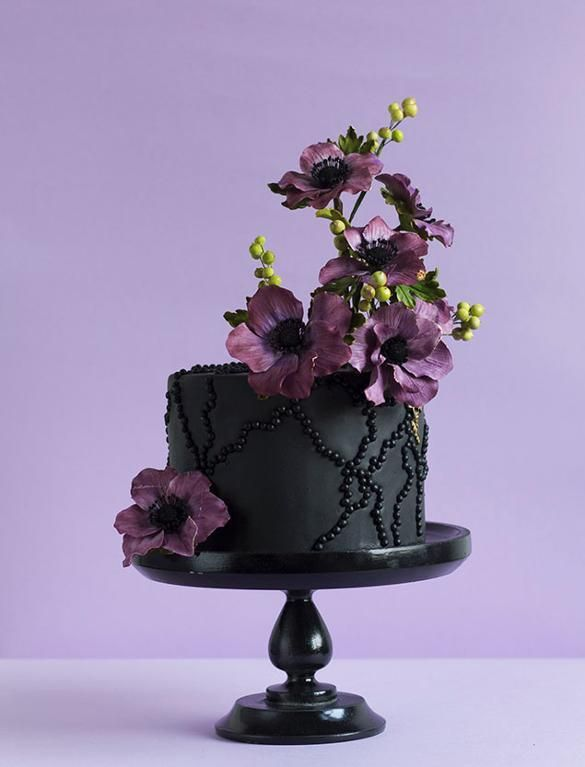 Wild and Unique: 6 Beautiful Berry Adorned Wedding Cakes!