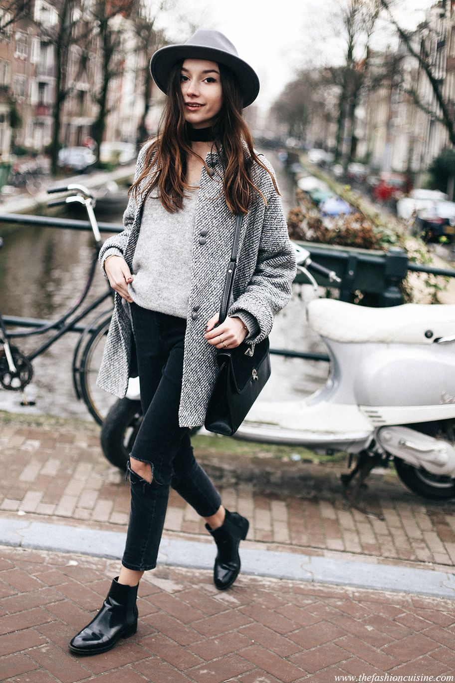 How to wear cropped jeans with chelsea boots outfit for Minimalismus kleidung