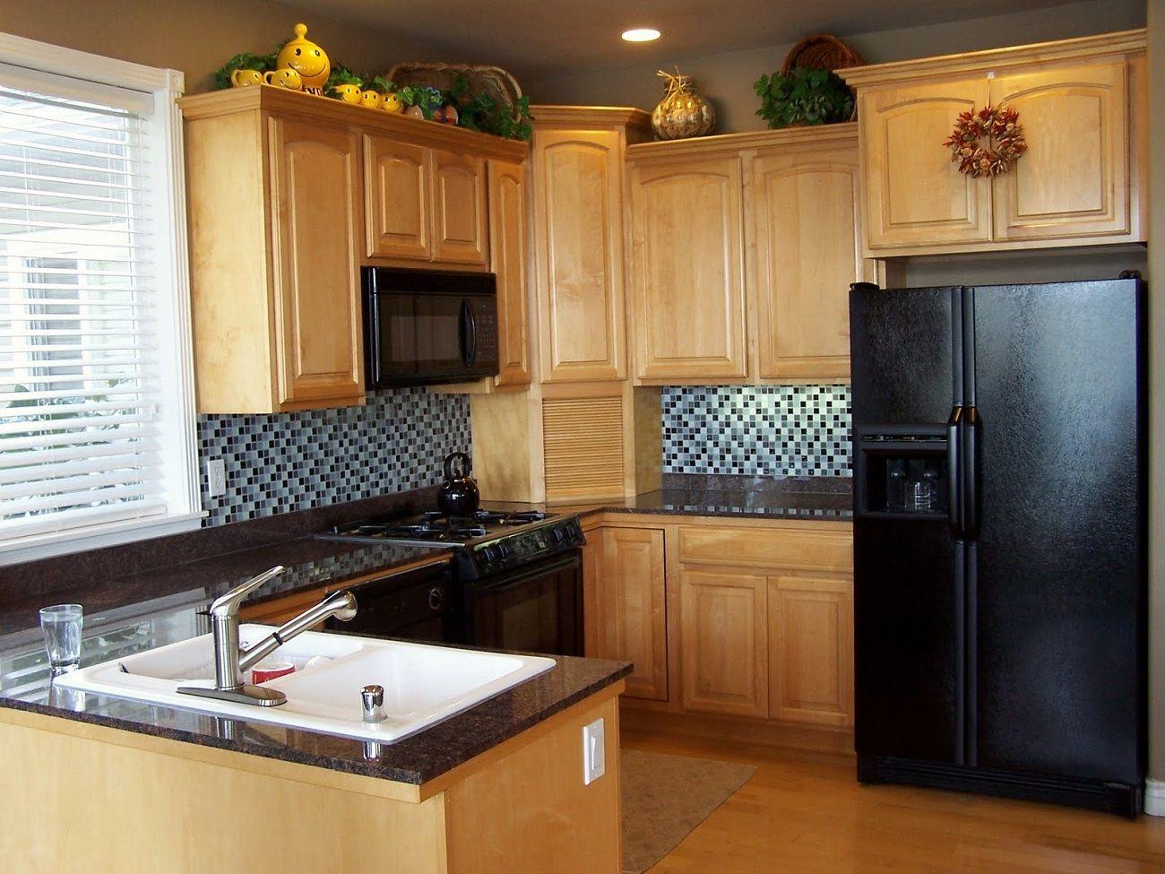 L gantes petites id es cuisine avec brun armoires cuisine - Cuisine plancher bois ...