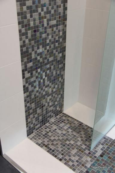 mozaiek als vloertegel badkamer - google zoeken | mozaiek, Badkamer