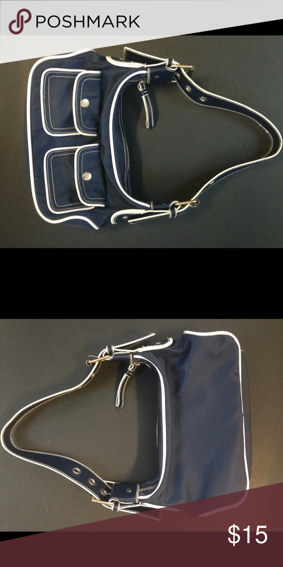 Used Old Navy purse. Like new, beautiful condition purse. Perfect for everyday. Old Navy Bags Shoulder Bags