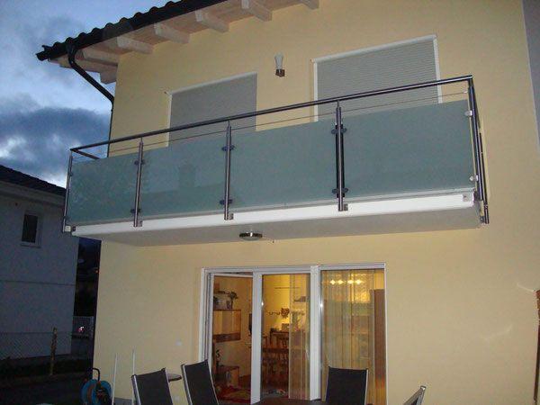 edelstahlgel nder mit satinato glasf llung und edelstahlseil holzbalkone pinterest balkon. Black Bedroom Furniture Sets. Home Design Ideas