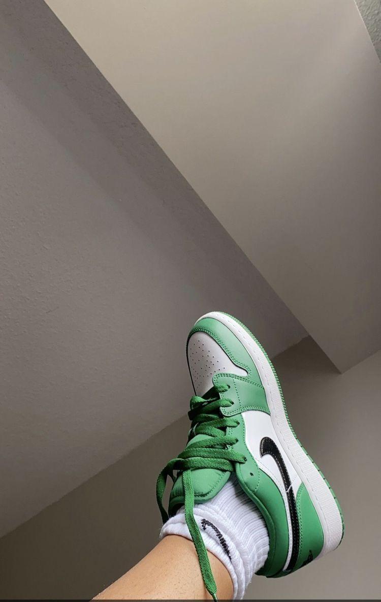 pine green jordan 1
