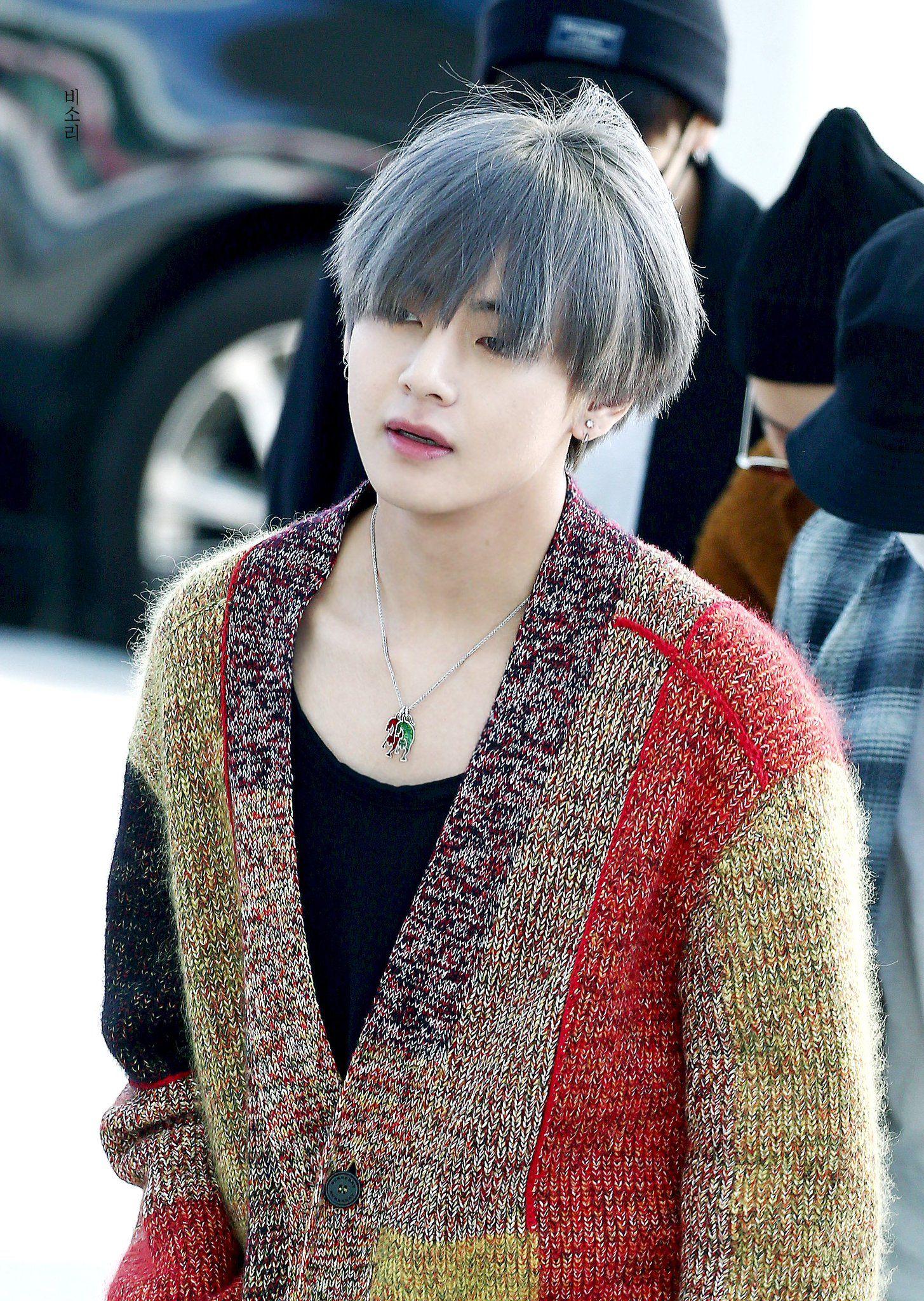BTS Kim Tae Hyung V Ünlüler, Saç, Şarkıcı