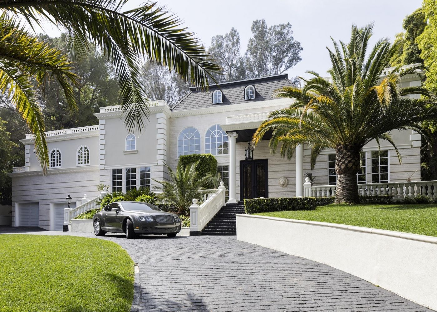 1485 Stone Canyon Road Los Angeles, CA 90077 Located in the \