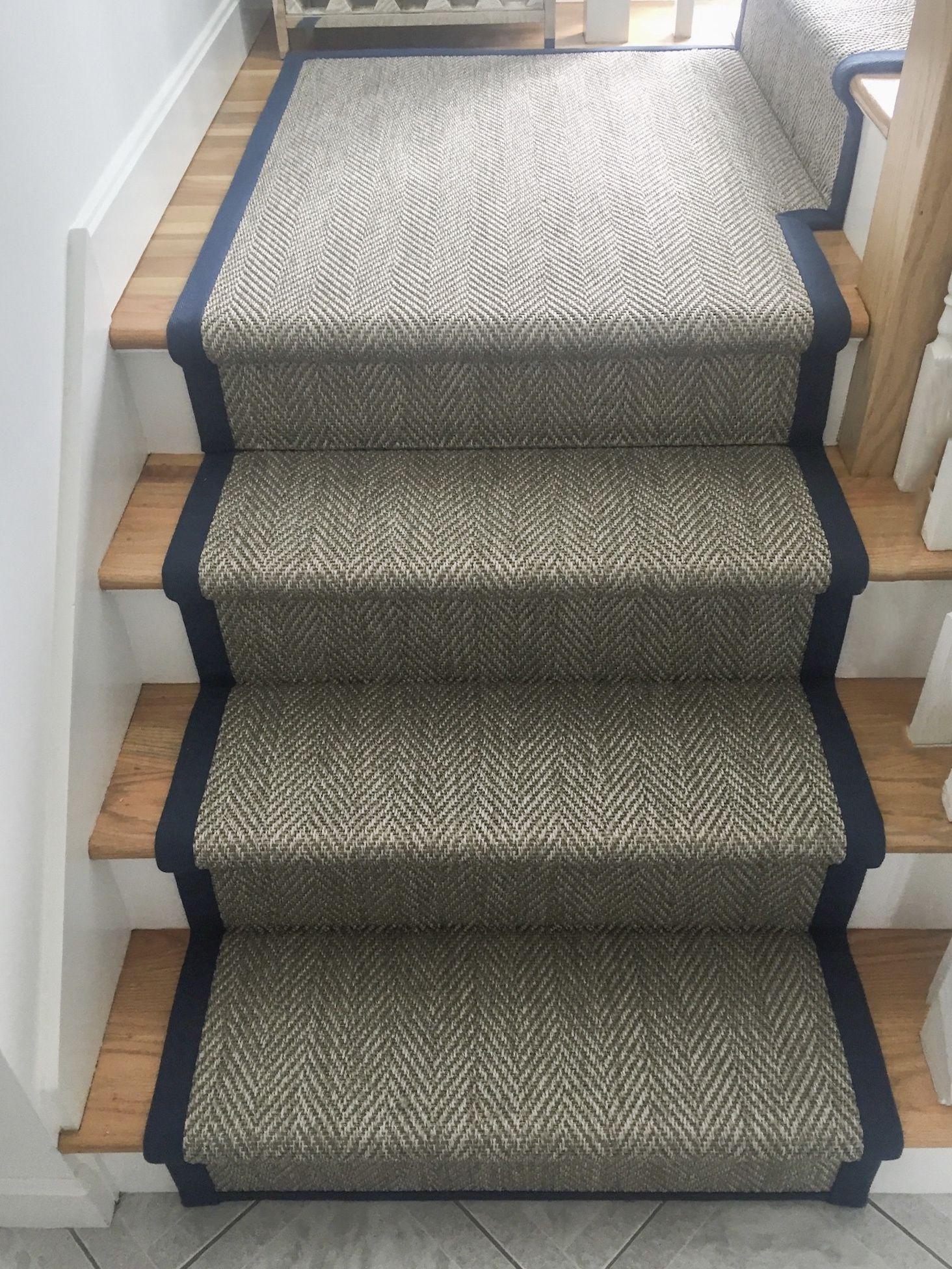 Indoor Outdoor Stair Runner With Navy Blue Wide Binding In 2020 Stair Runner Indoor Outdoor Carpet Outdoor Carpet