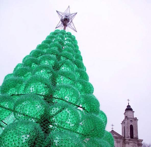 Lithuanian Artist Jolanta Smidtienė Created This Year S Kaunas City Christmas Tree Built Entir Recycle Plastic Bottles Recycled Christmas Tree Recycled Bottles