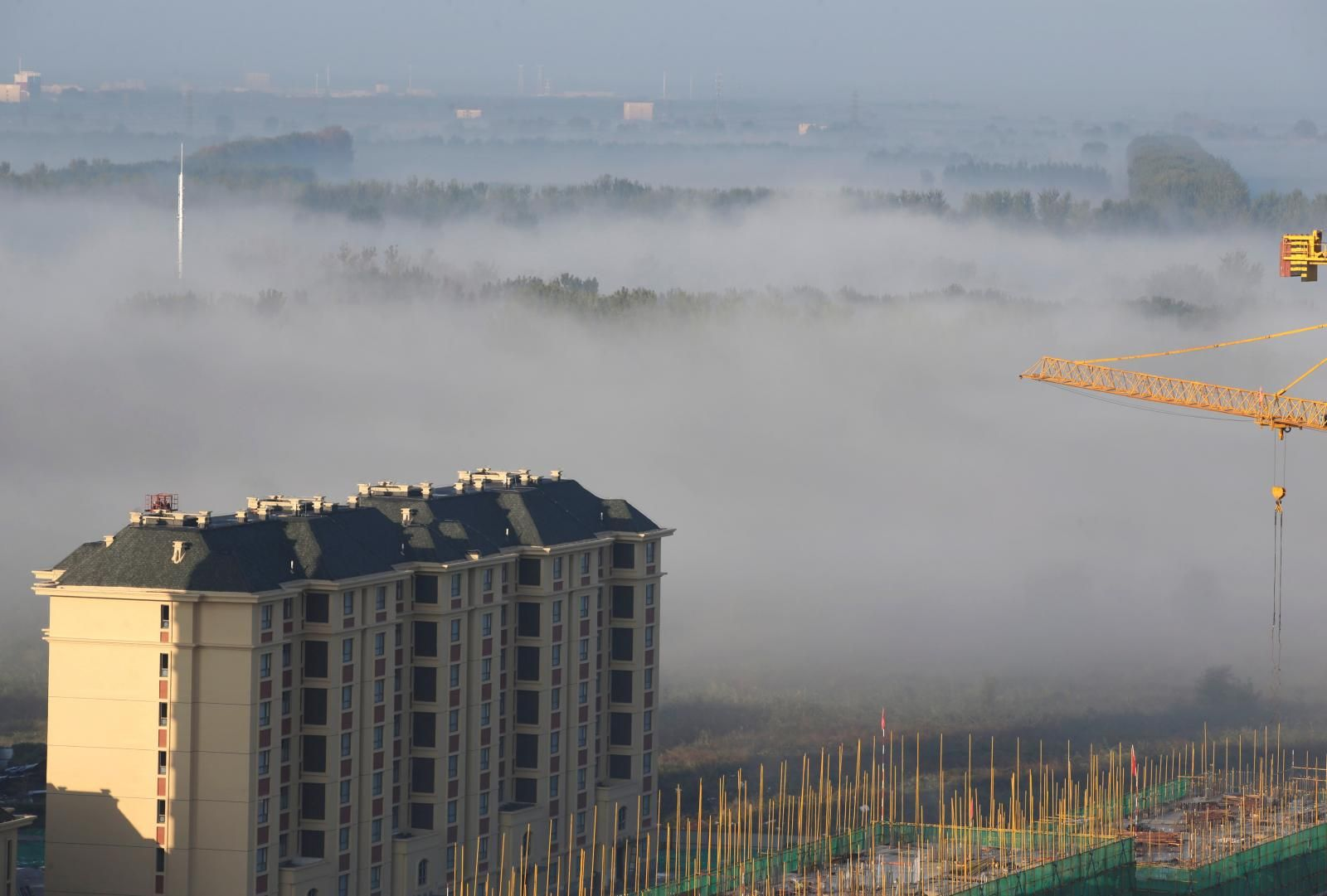 China's capital issues orange alert for smog