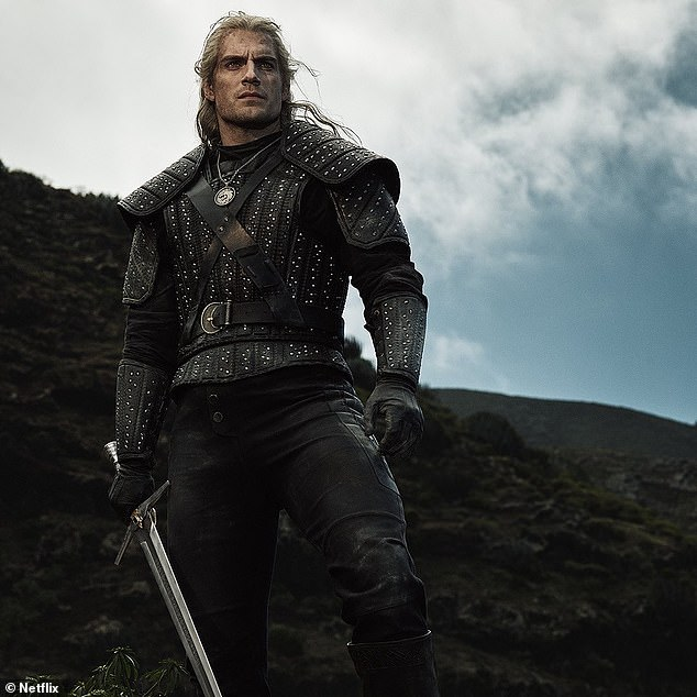Henry Cavill Debuts New Blonde Hair For Netflix S The