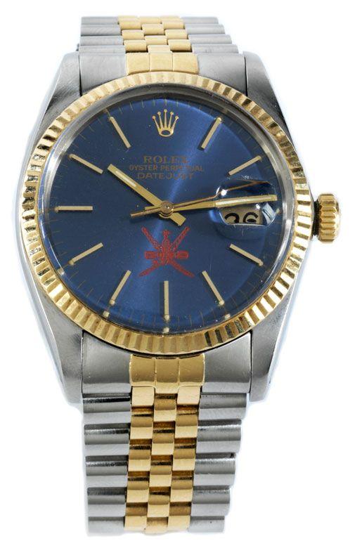 Durchmesser 36 mm, mit Plexiglas. Blaues Zifferblatt mit goldenen Stabindizes, Fenster für das Datum und rotes Hoheitszeichen von Oman. ROLEX Automatikwerk,...