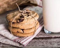 Cookies chocolat et caramel au beurre salé http://www.cuisineaz.com/recettes/cookies-chocolat-et-caramel-au-beurre-sale-56931.aspx