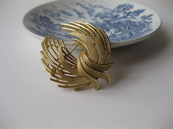 Vintage Signed Trifari Large Goldtone Brooch