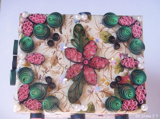 Cards ,Crafts ,Kids Projects: Folding Box Tutorial - Quilled Box - by: Dr. Sonia -  http://cardsandschoolprojects.blogspot.com/2012/01/folding-box-tutorial-quilled-box.html#