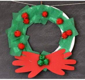 corona navideña hecha con platos