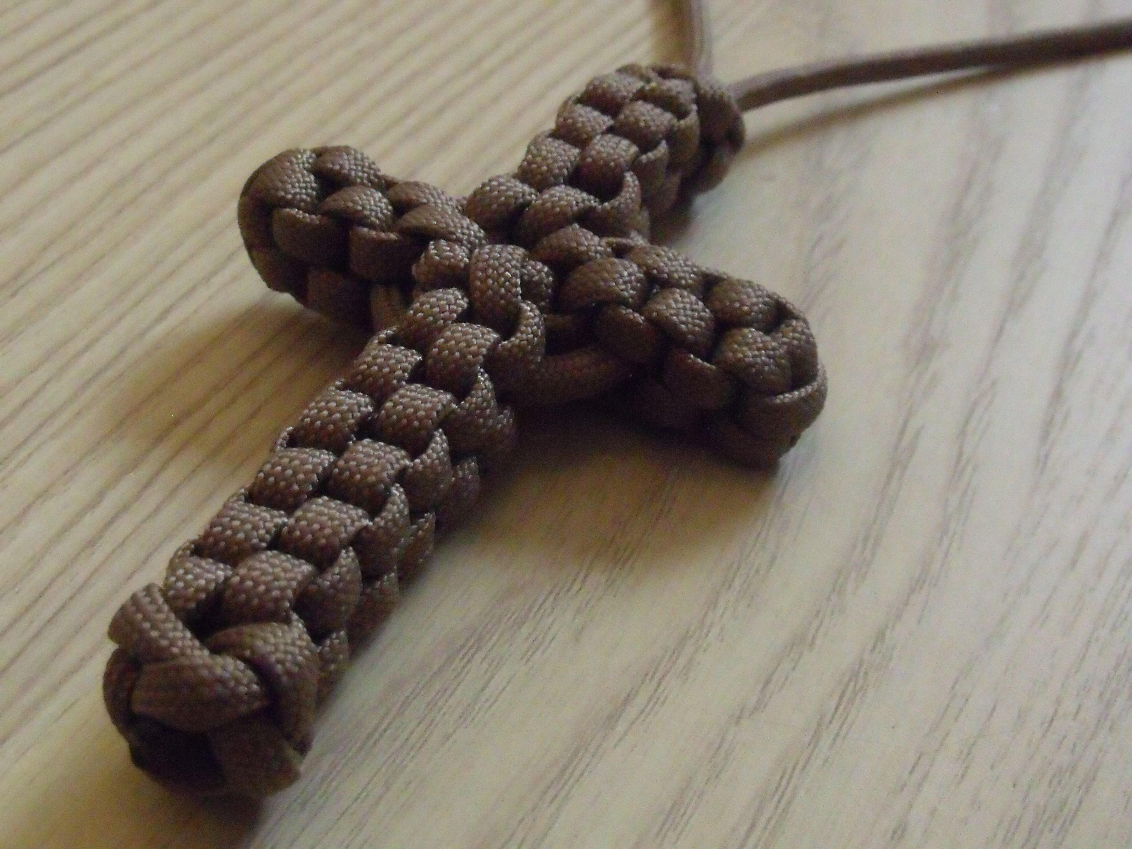 Knotted paracord cross jewelry making projects for How to make a paracord lanyard necklace