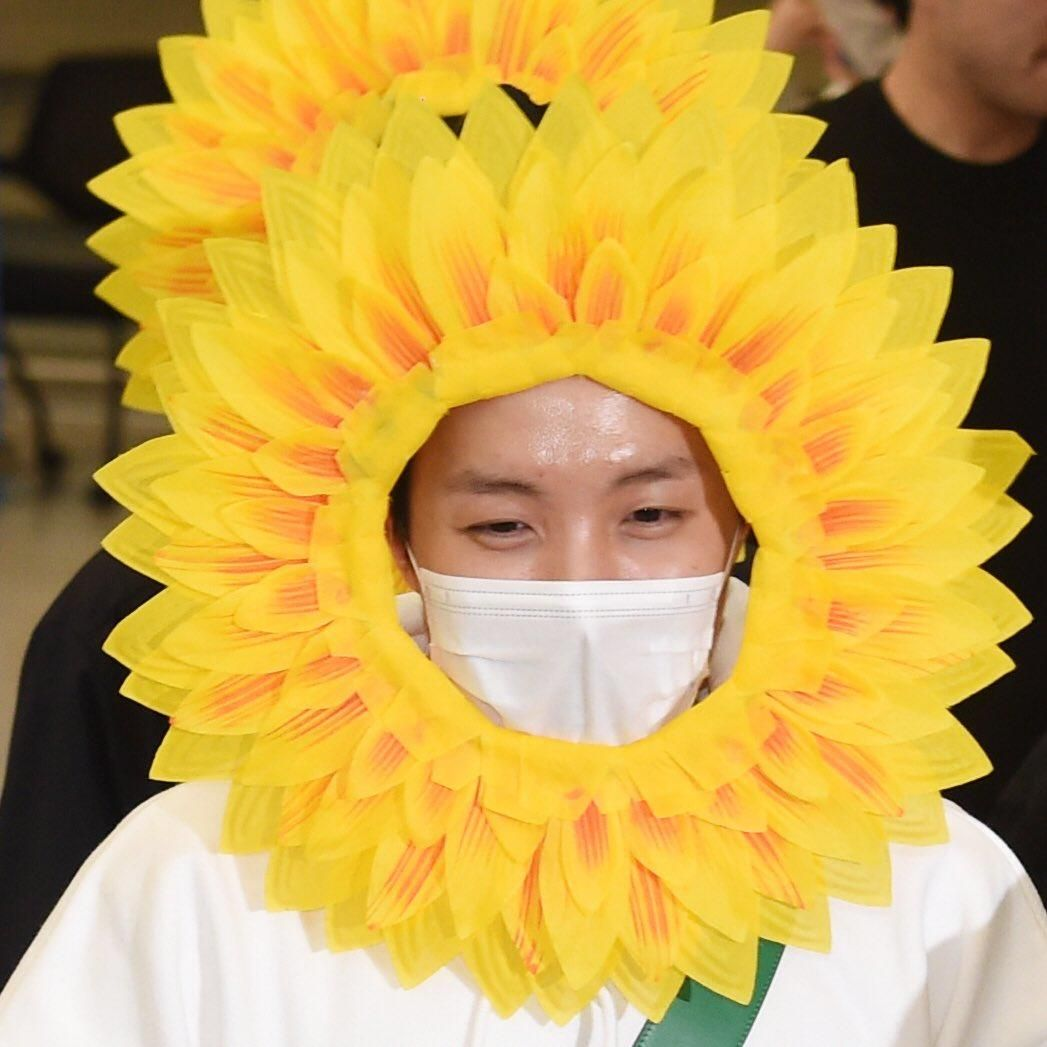 He S A Real Flower Now Bts Korea Corea Bangtanboys Jhope
