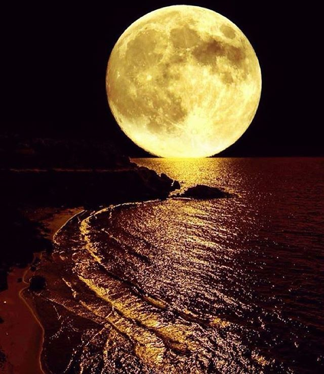 Follow @wow_planet for more amazing photos Full Moon, photo by @pearlcyprus