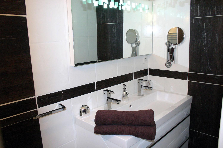 Cette chambre d 39 h te design dans les gorges du tarn a tout - Chambre d hote couleur bois et spa ...
