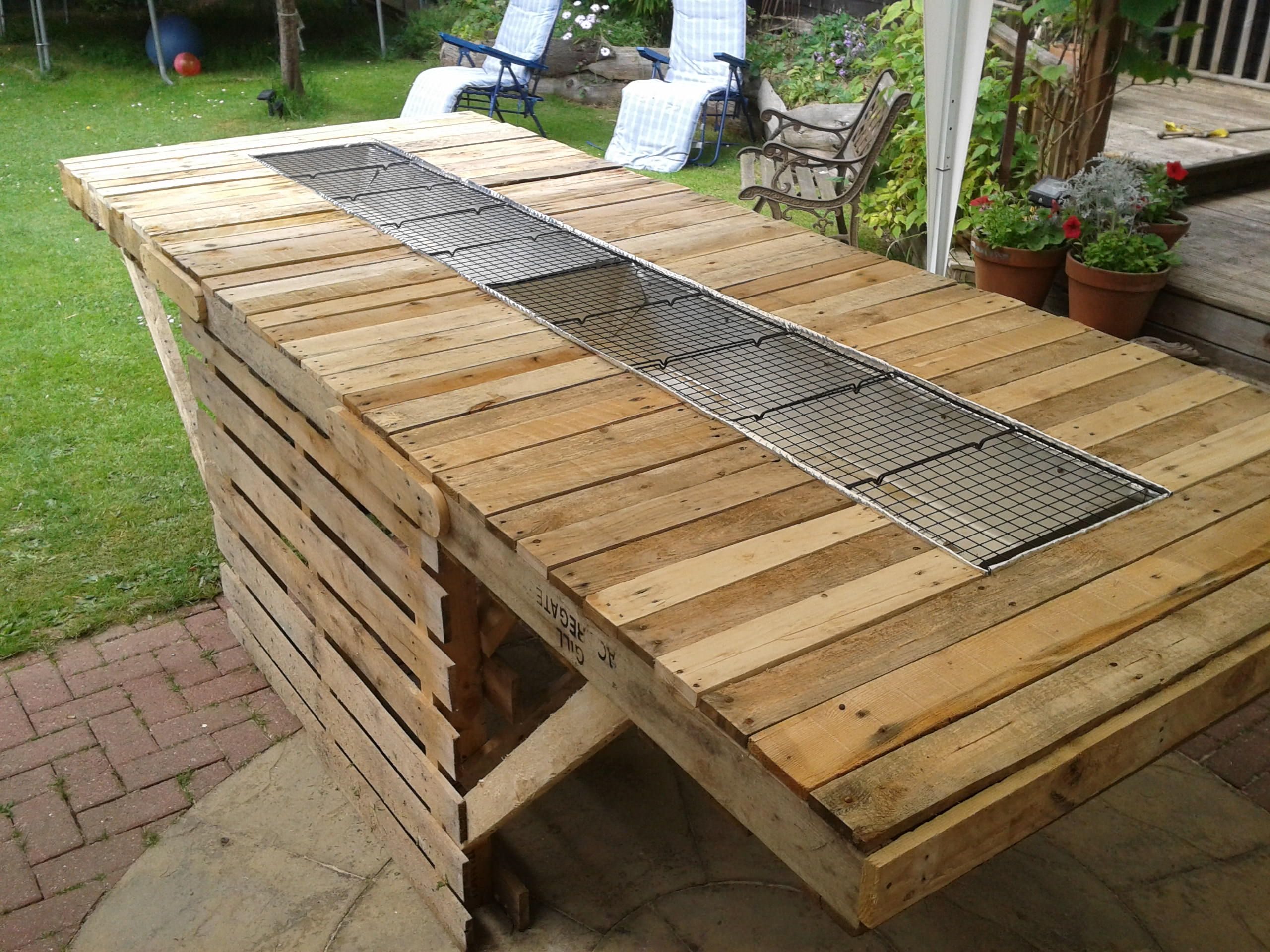 Pallet bbq table google search outdoor kitchen for Outdoor wood projects ideas