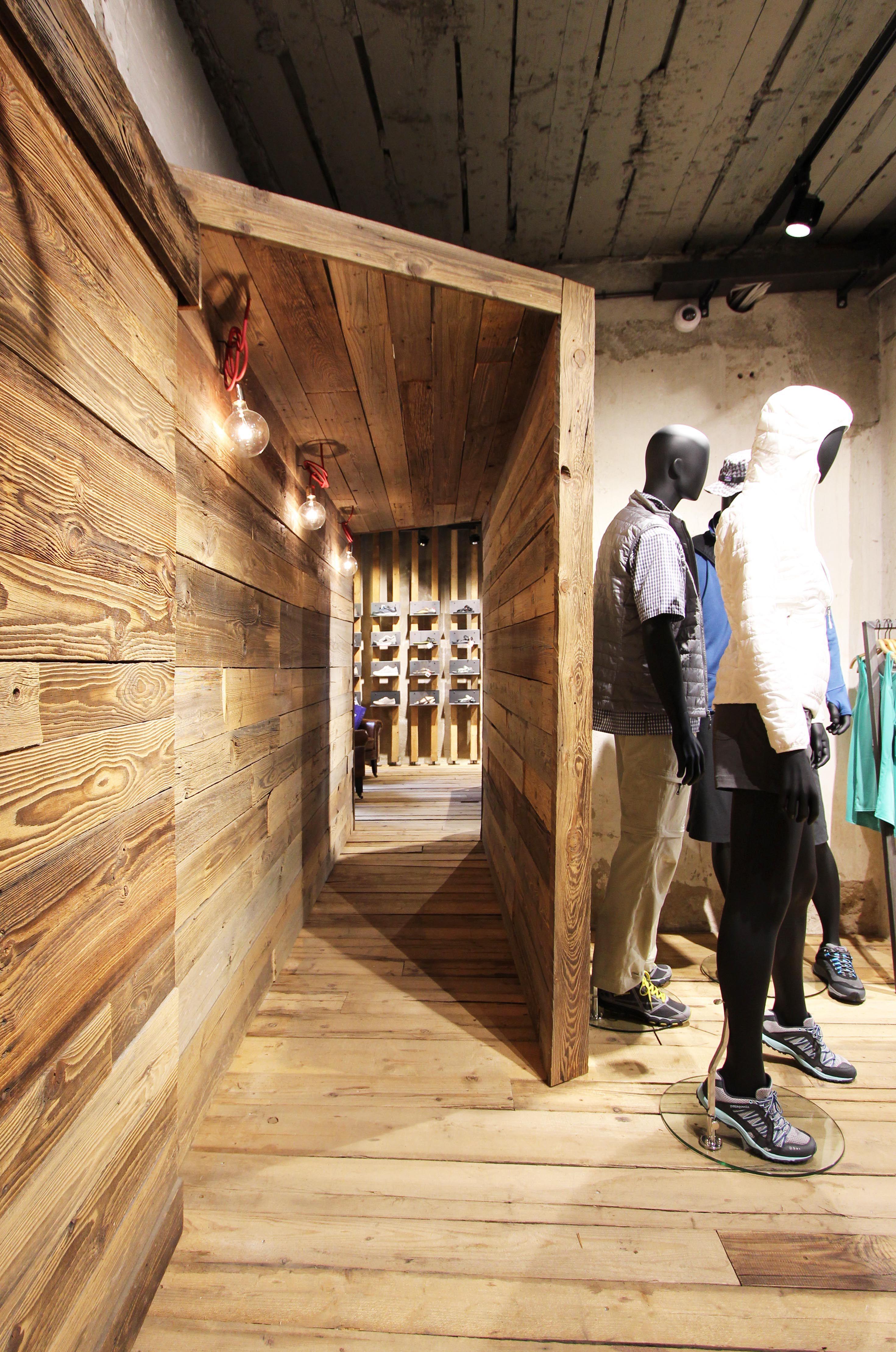Patagonia retail design interior design store trento for Retail space design