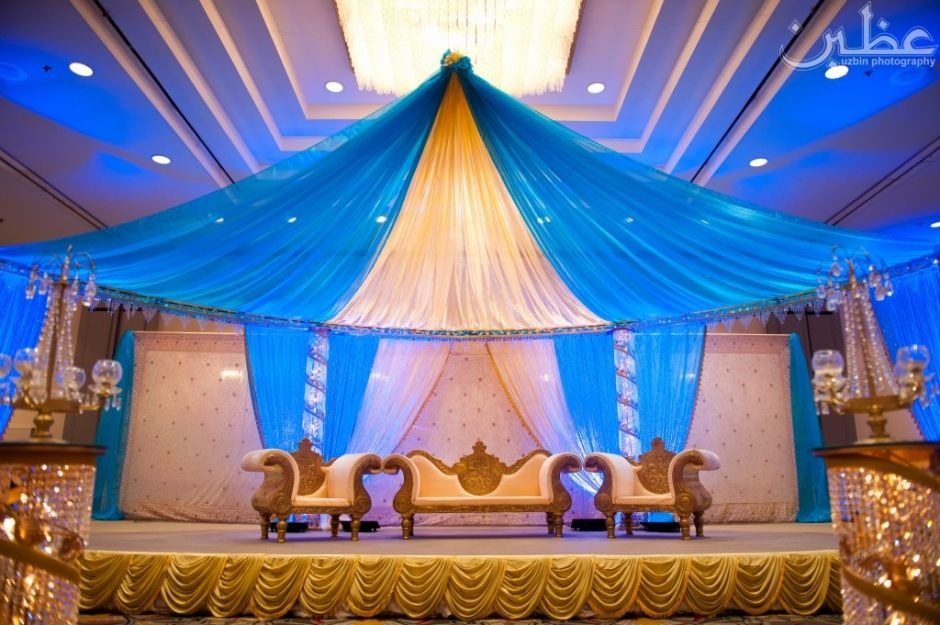 Blue Gold Wedding Decor Maybe A Darker Royal As Colour Scheme