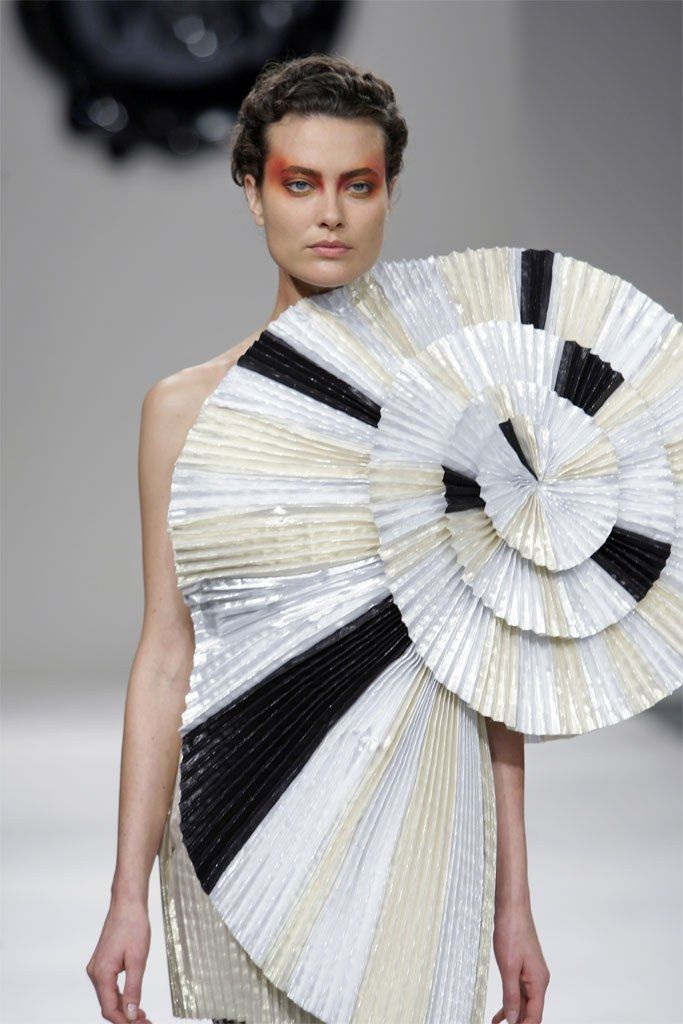 Viktor Rolf Spring 2009 Ready To Wear Fashion Show Robe Fashion Haute Couture Mode