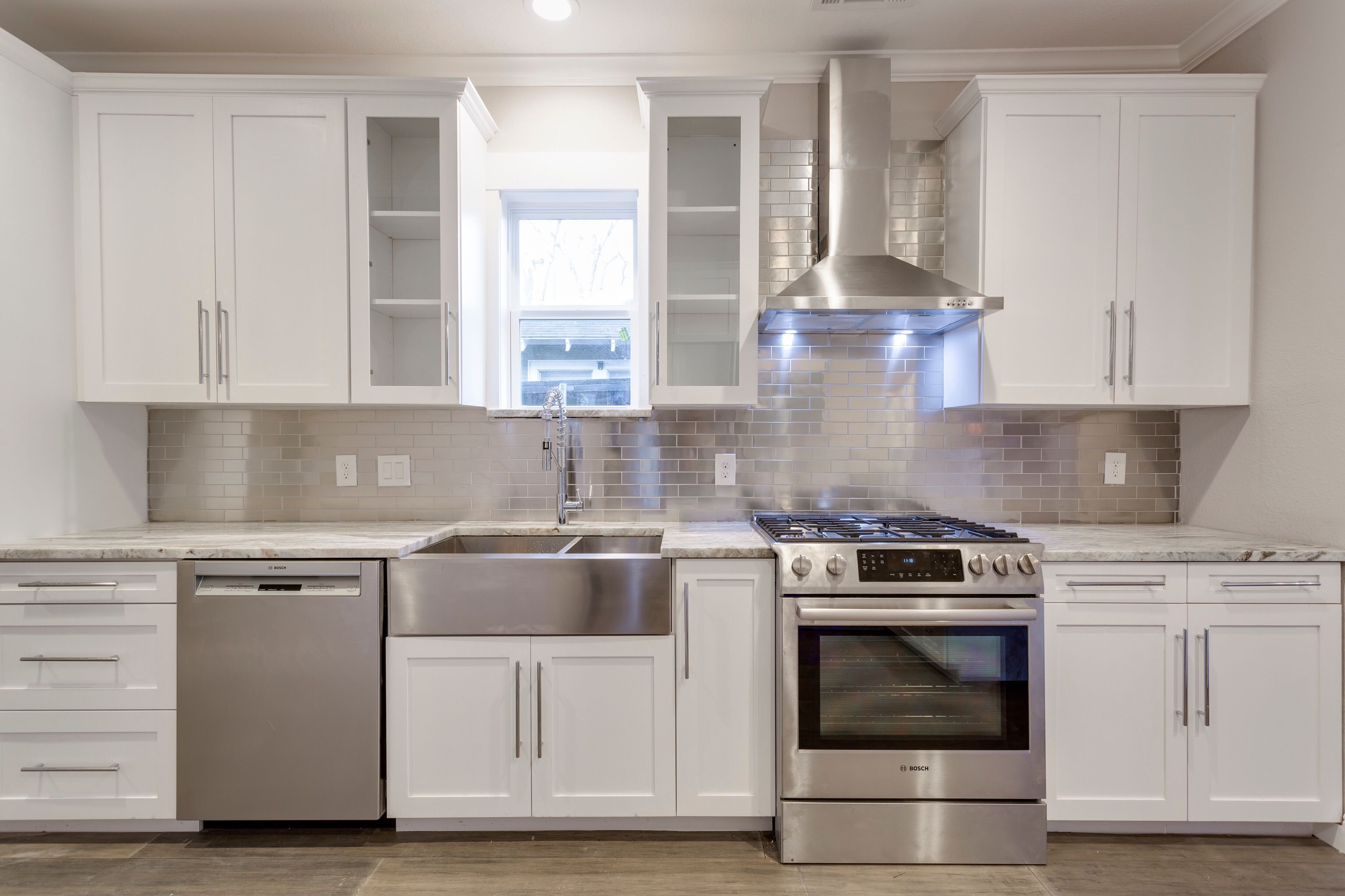 White Shaker Cabinets Stainless Subway Tile Ss Farmhouse Sink