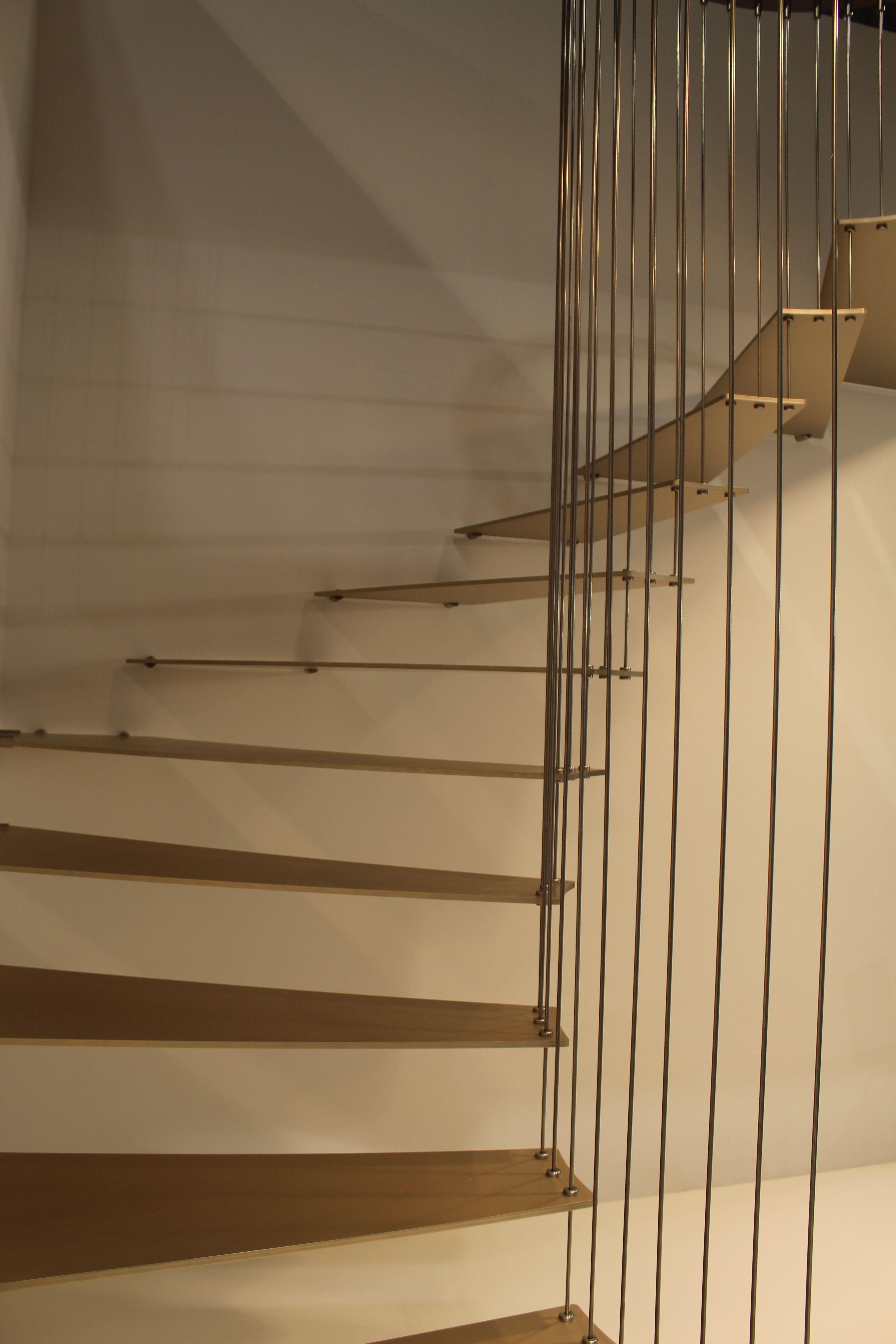 goldene stiege goldene treppe mit goldenen gel nder von formstep treppen. Black Bedroom Furniture Sets. Home Design Ideas