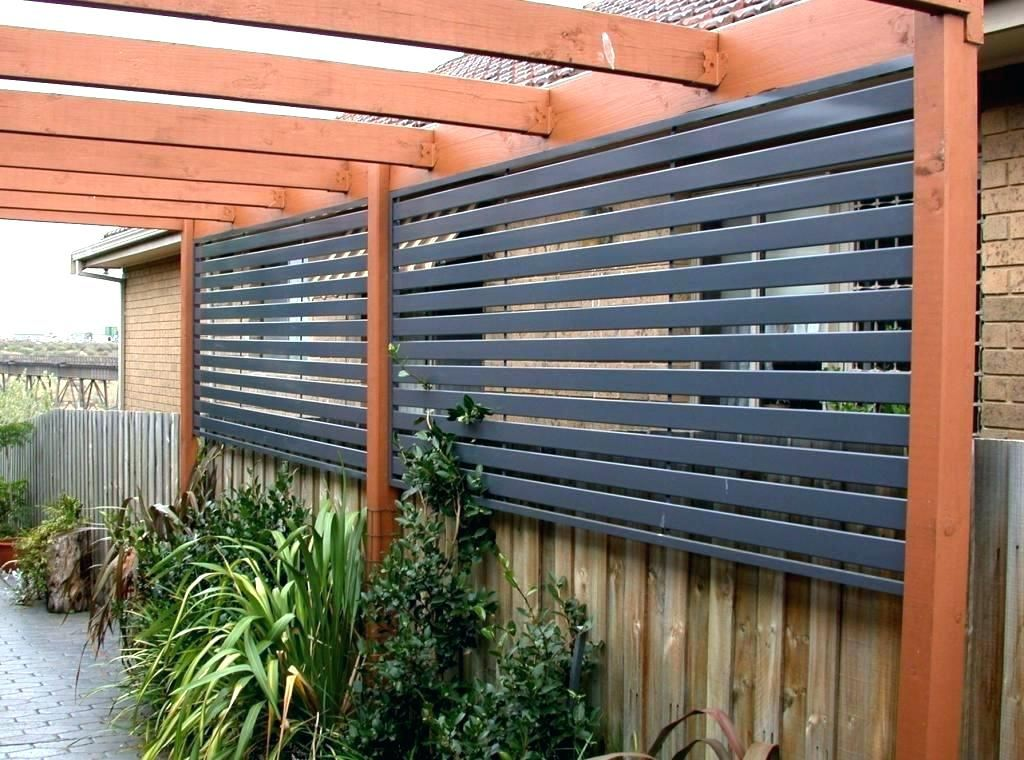 Budget Friendly Privacy Screen Ideas For Your Outdoor Space Privacy Fence Designs Privacy Screen Outdoor Garden Privacy Screen