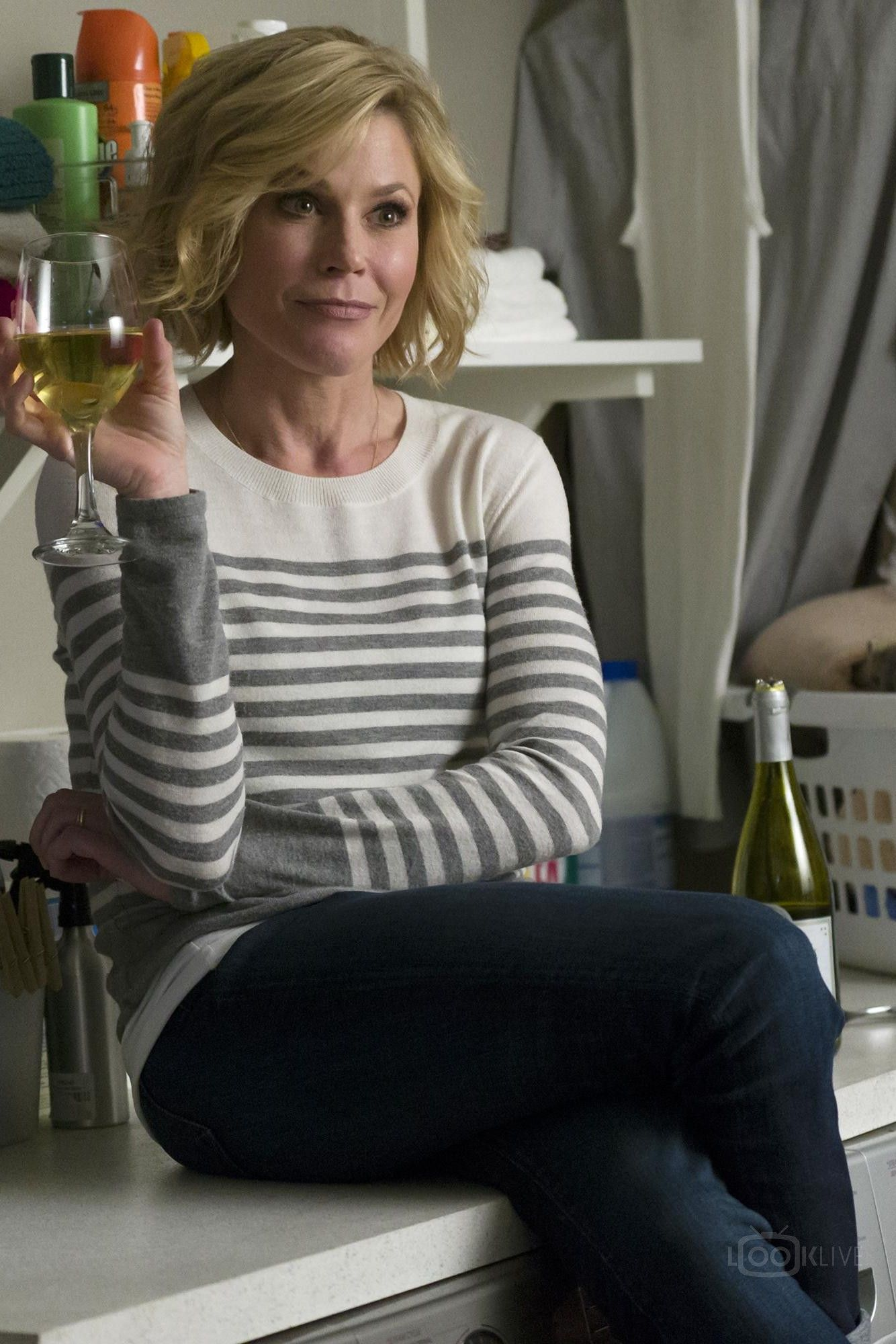 Claire From Modern Family Outfits Google Search Julie Bowen Hair Modern Family Family Outfits