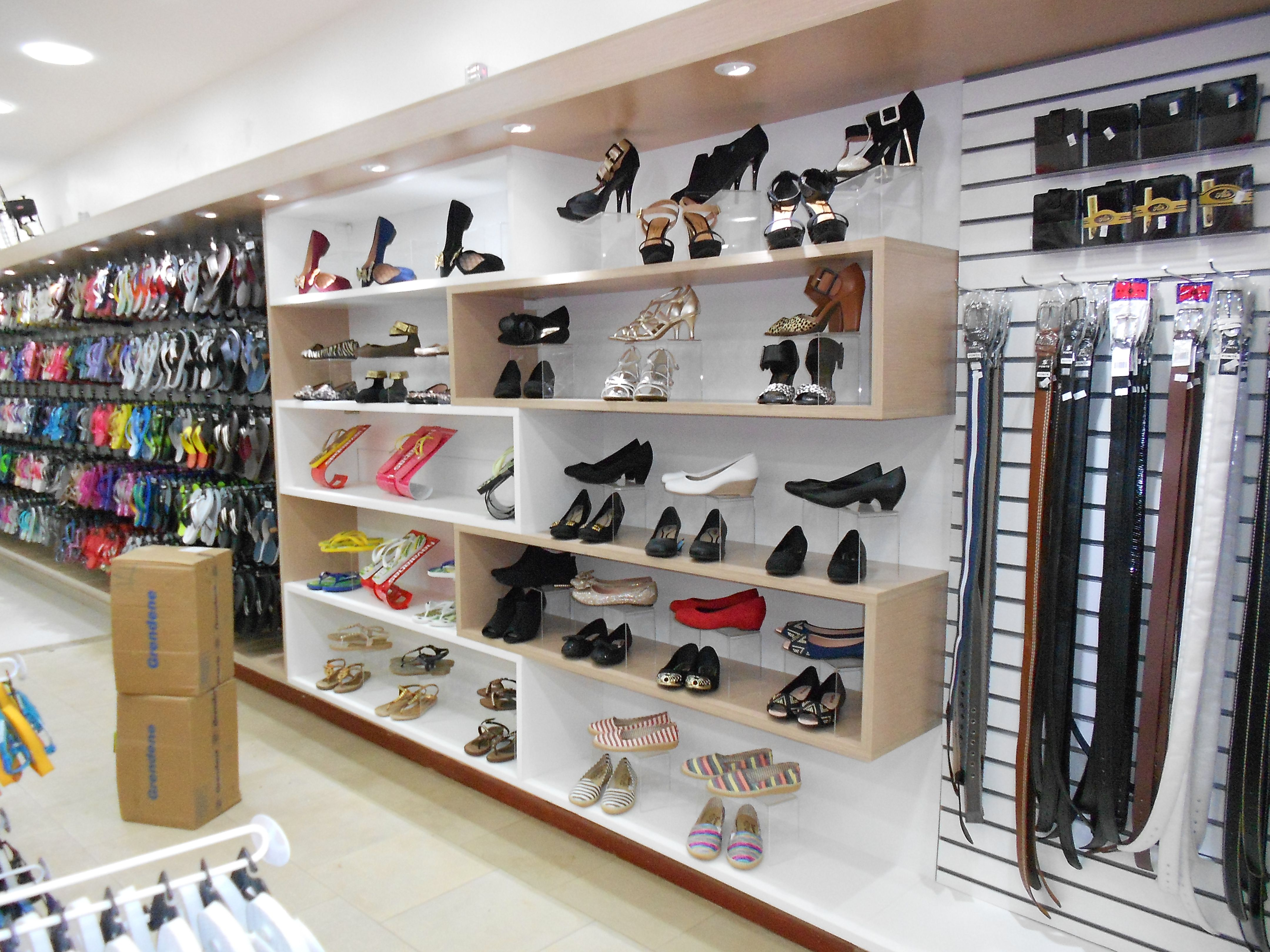 427ff9828 Projeto de marcenaria, loja de calçados, bolsas e acessórios. | shop ...