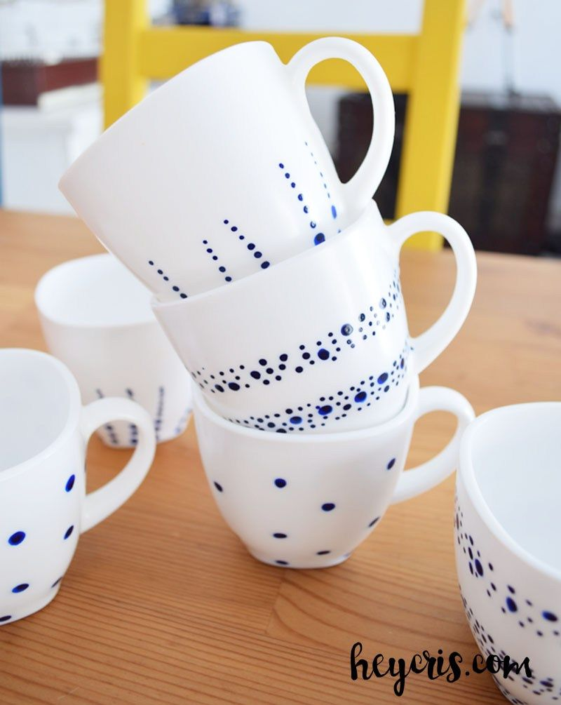 Cómo pintar tazas de cerámica