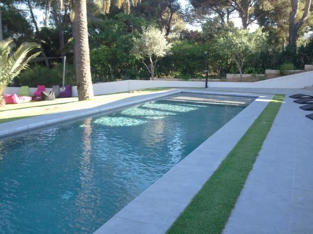 abord de piscine en pelouse artificielle photo 2 ambiance piscine pinterest. Black Bedroom Furniture Sets. Home Design Ideas