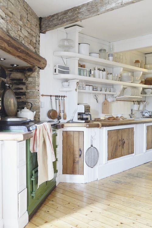 Aranzacja Domu Ze Starym Drewnem Oraz Cegla W Kuchni W Klimacie Rustykalnym Country Kitchen Kitchen Design Home Kitchens