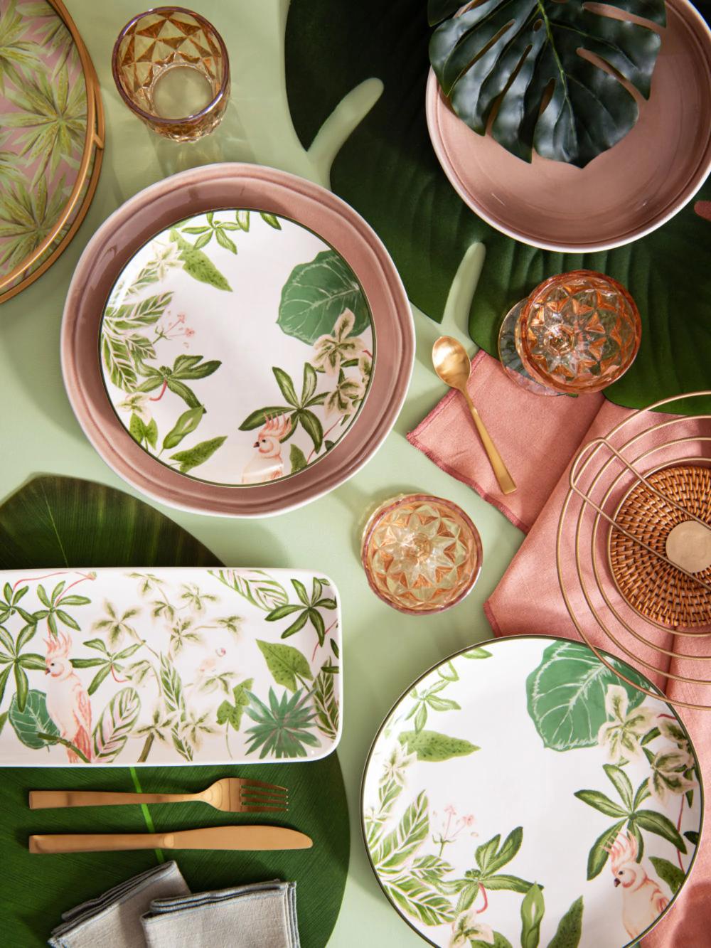 Plat A Cake En Faience Verte Rose Et Marron Imprimee Maisons Du Monde En 2020 Tendance Deco Deco Mobilier De Salon
