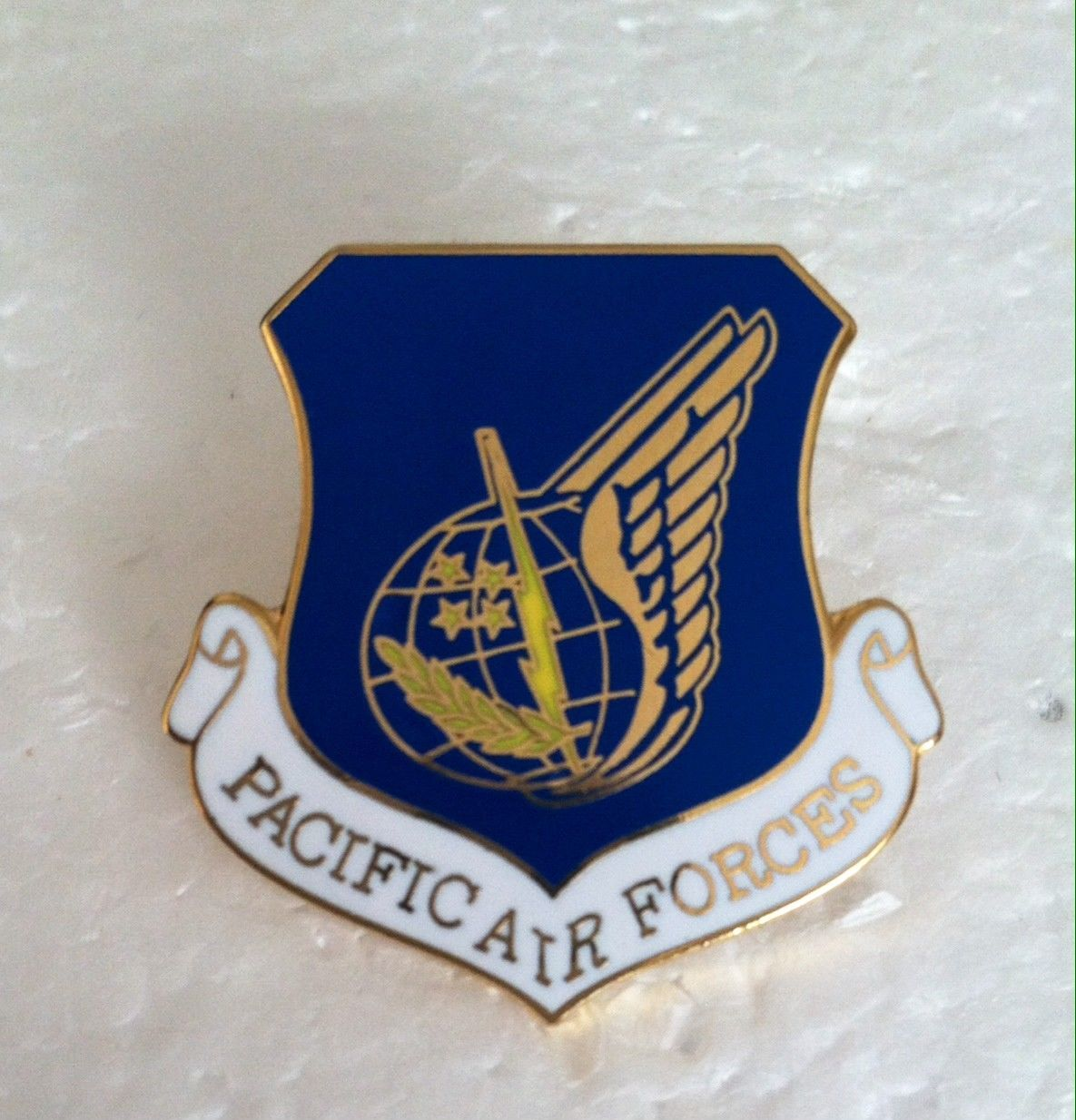 PACIFIC AIR FORCES USAF AIR FORCE SHIELD LAPEL PIN BADGE 1