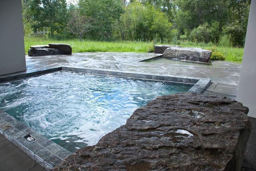 A Hot Tub Big Enough To Share With My Friends While We Re Dreaming I Want One Indoors And One Out Pool Inground Hot Tub Small Swimming Pools