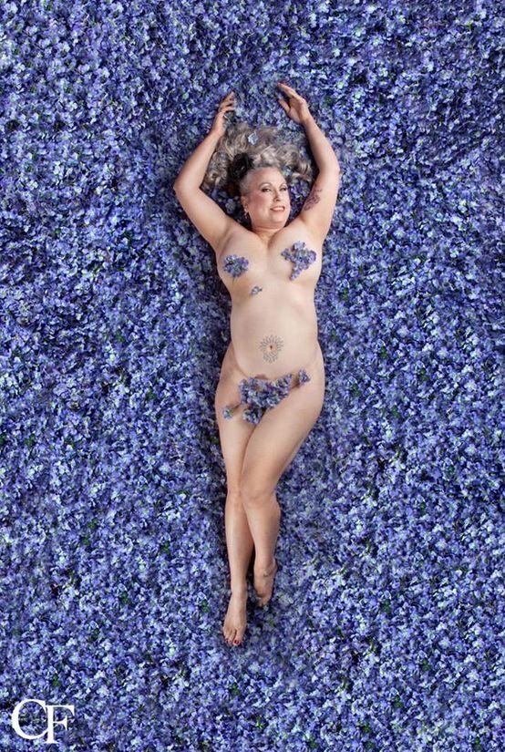 Una artista reivindica la belleza auténtica emulando a Mena Suvari