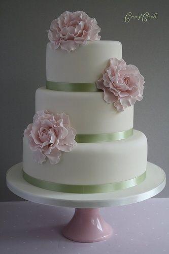 Synes båndene er ret fine - de kunne være i forskellige nuancer af grøn, orange, gul, lyseblå for at mache invitationerne (gylden efterårsskov og klar blå | http://best-special-wedding-cake-ideas.blogspot.com