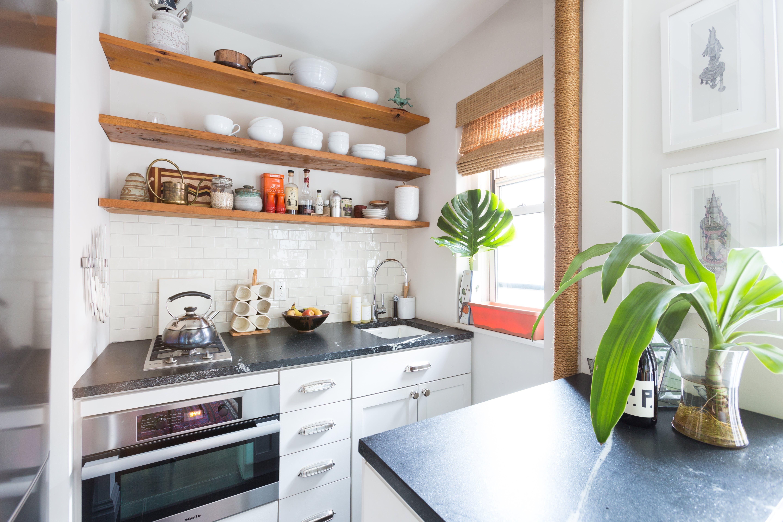 Keuken Kleine Planken : An artist s cool square foot nyc studio keukens kleine