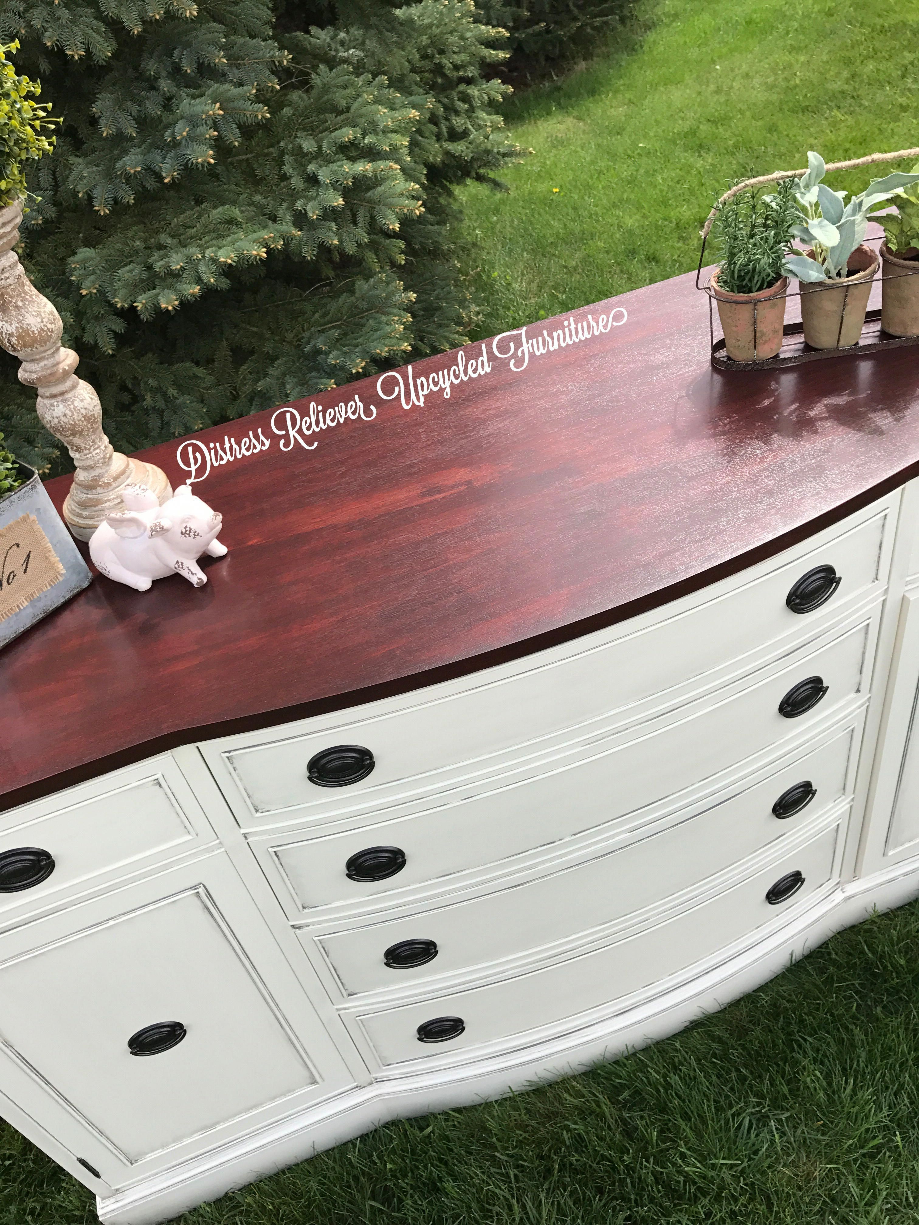 A Video Tutorial Showing How To Ly Sealer Furniture Using Sponge Licator