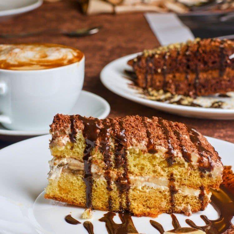مطبخ سيدتي On Instagram كيك النسكافيه والنوتيلا اللذيذ ما رأيك به مع فنجان من القهوة أثناء سهرتك مع العائل Coffee Cake Recipes The Chew Recipes Coffee Cake