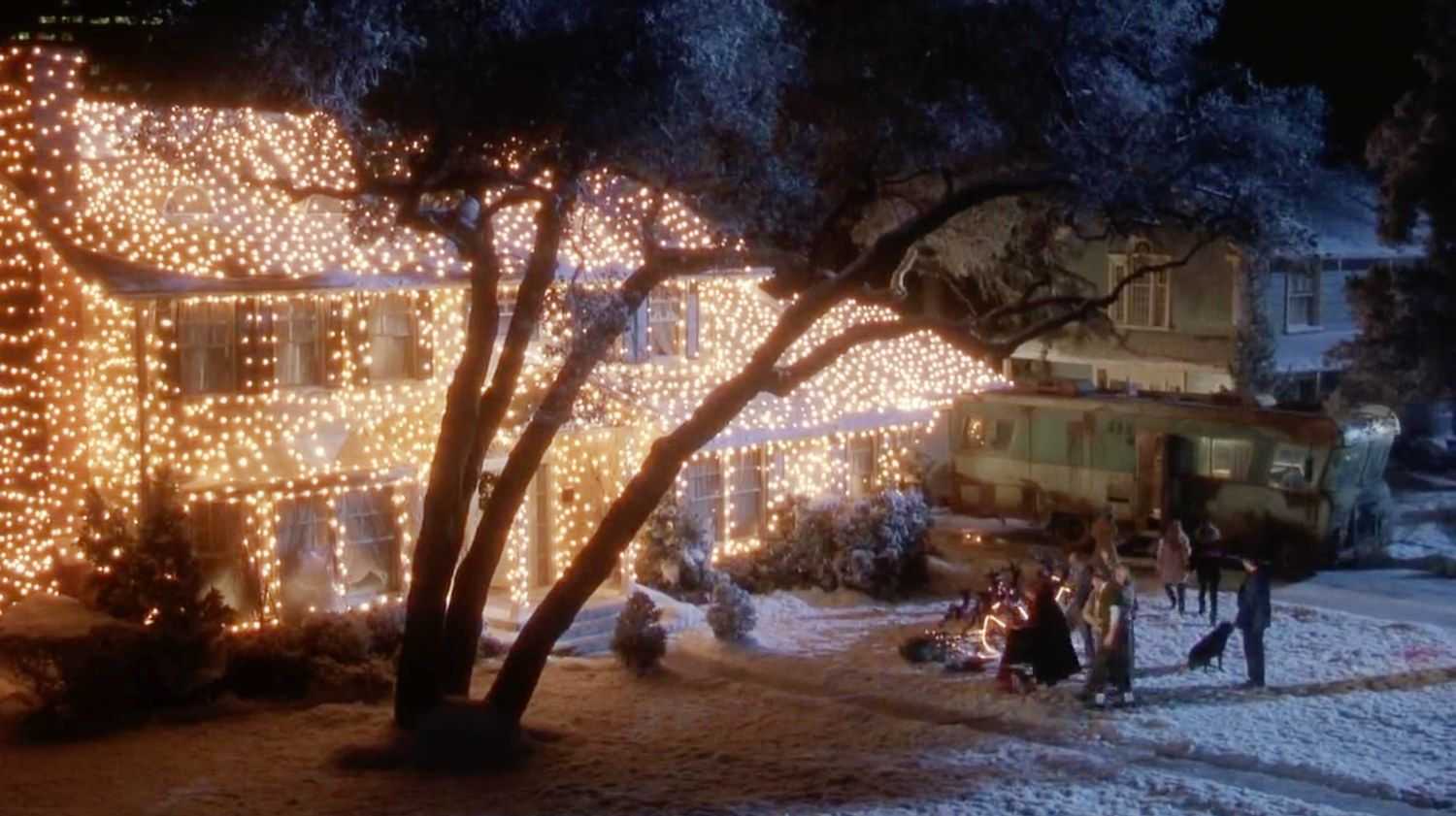 21 Memorable Homes From Your Favorite Holiday Movies National Lampoons Christmas Vacation Holiday Movie Christmas Lights